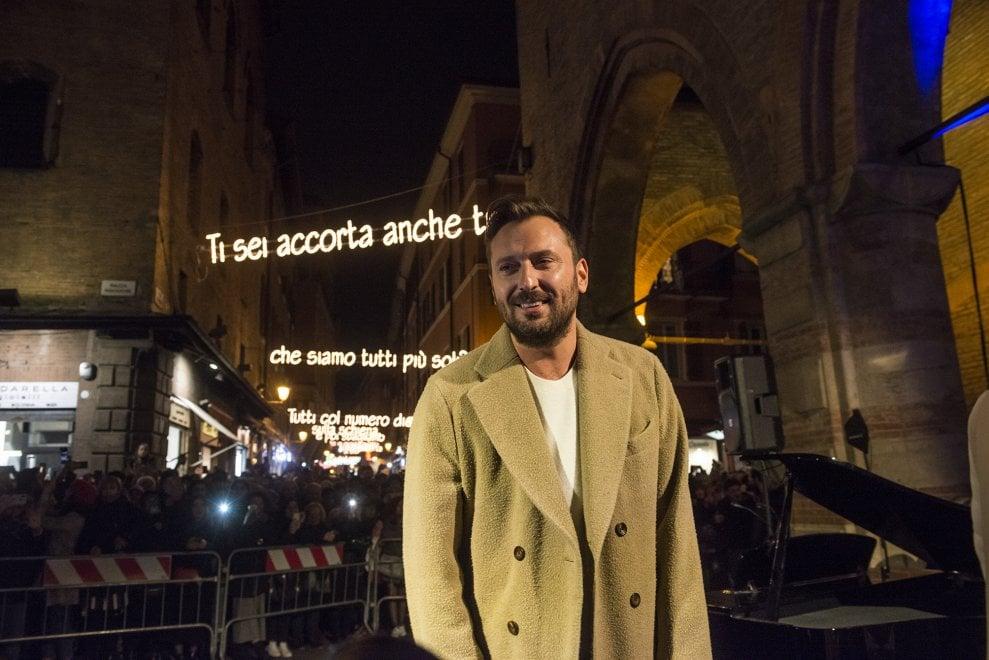 Le luci di Cremonini e l'albero in piazza: Bologna si accende