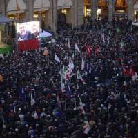 Regionali Emilia-Romagna, a Bologna piazza strapiena per Stefano Bonaccini