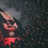 Bologna, tifoso milanista accoltellato dopo la partita: operato