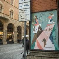Bologna, sulle bacheche in centro la stagione d'Opera del Comunale nei manifesti di Guasco