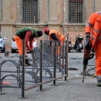 Bologna, in piazza Rossini via alcuni posti auto, per far spazio agli stalli per le bici
