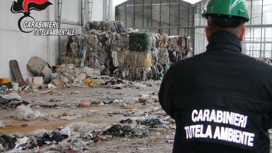 Traffico illecito di rifiuti plastici verso la Cina, perquisizioni del Noe di Bologna in tutta Italia