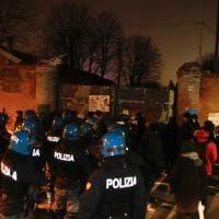 Bologna, sgomberato all'alba il centro sociale Xm24