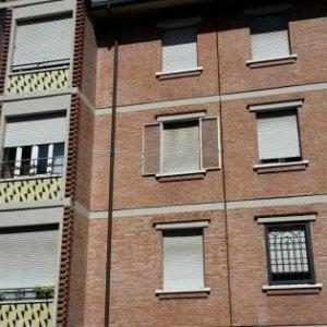 Bimbo morto in casa Acer a Bologna, archiviazione per 8 indagati: c'è anche Merola