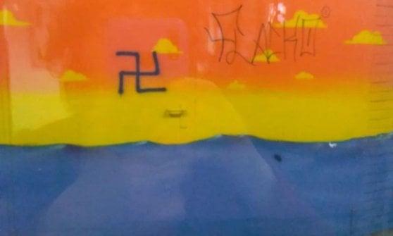 """Bologna, svastica sul murales del Copernico. La scuola: """"Siete dei vigliacchi, noi non la cancelliamo"""""""