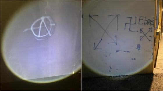 """Svastica e la scritta """"ebrei"""" su un muro a Forlì: sono stati dei 13enni"""