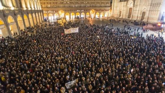 """Migliaia in strada per Zaky: """"Questa è la voce di Bologna. Liberatelo"""""""