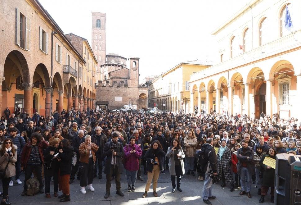"""Studenti e docenti per Zaky: """"Ti aspettiamo"""". Nuovo presidio in piazza Verdi a Bologna"""