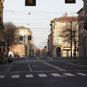 Rimini, corre 21 chilometri sul terrazzo di casa