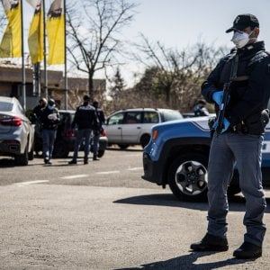 Bologna, tentata rapina in tabaccheria: il titolare resta ferito