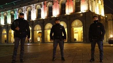 """Tricolore sul palazzo del Podestà. Merola: """"Affrontiamo insieme questo momento"""""""