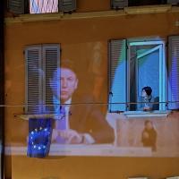 Bologna, la conferenza stampa di Conte come al Drive in