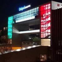 Bologna, Unipol illumina Porta Europa col tricolore
