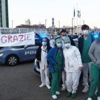 Coronavirus, le Volanti della polizia all'ospedale Maggiore: