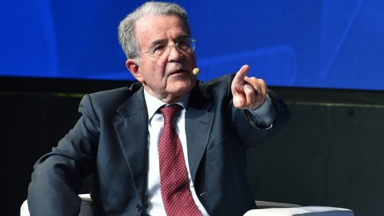 """Prodi: """"Il Mes così proposto lo userei. Il dopo sarà una tragedia economica, lo Stato dia soldi. No alla patrimoniale"""""""