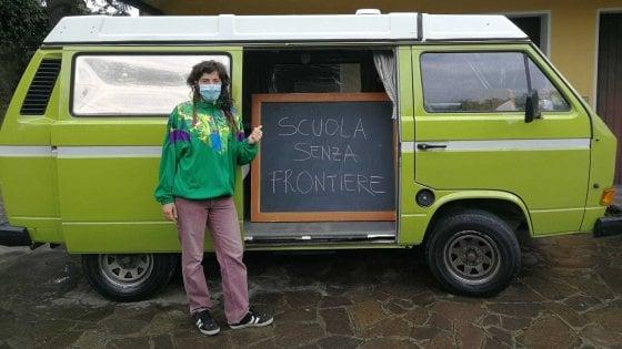 """Faenza, la prof che va a casa dei suoi alunni col camper. Ascani: """"Brava"""""""