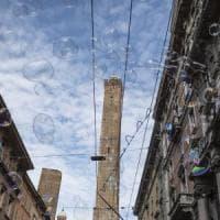 Termometro scanner e mascherina, riapre a Bologna la torre degli Asinelli