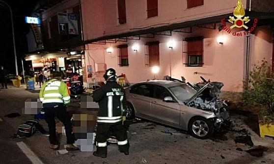 Frontale tra due auto nel Bolognese: 4 morti e 2 feriti. Una bimba di 9 anni tra le vittime