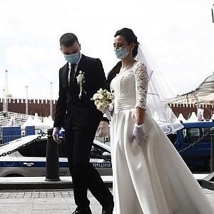 La sposa è positiva: 31 invitati in isolamento
