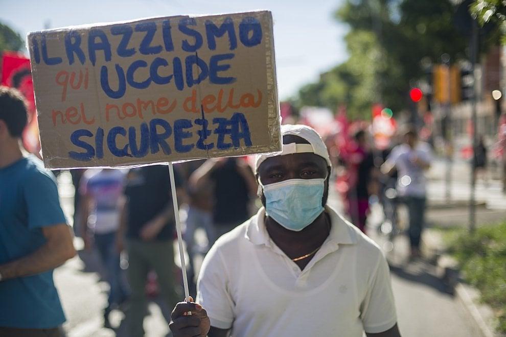 Migranti, sindacati di base, centri sociali: doppia manifestazione a Bologna
