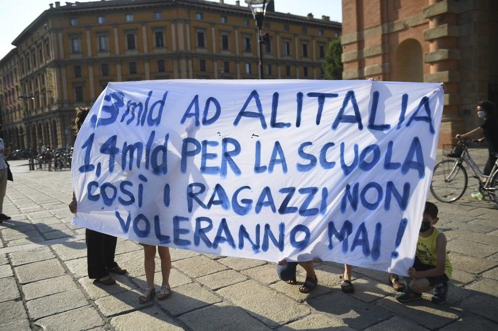 """Bologna, in centinaia in piazza per la scuola """"aperta e sicura"""""""