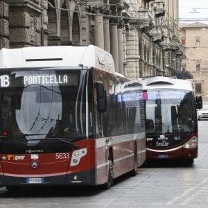 Emilia-Romagna, basta distanziamento a bordo: ora su bus e treni si possono occupare tutti i posti