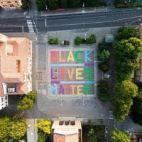 """San Lazzaro, l'installazione delle Sardine contro il razzismo: """"Black Lives matter"""""""