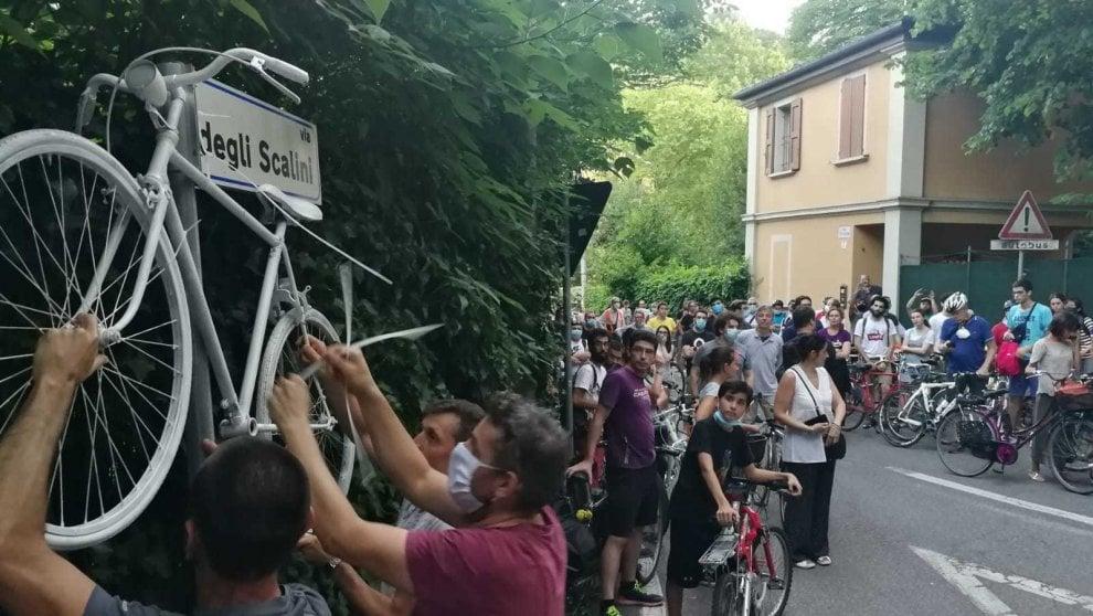A Bologna una bici bianca per ricordare la morte del 18enne Matteo Prodi