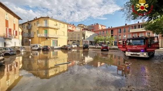 Violento temporale notturno in Emilia, famiglie e automobilisti tratte in salvo