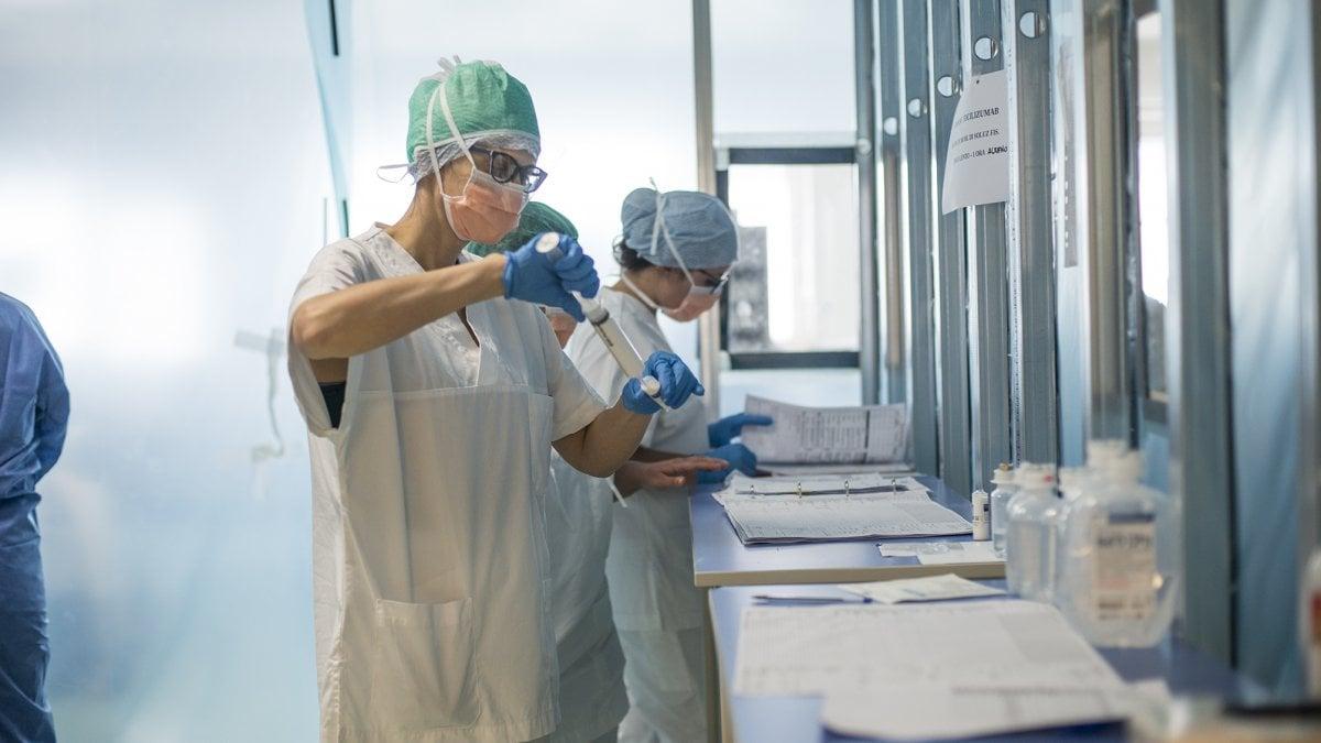 Coronavirus, di nuovo l'Emilia-Romagna la peggiore d'Italiai: 57 nuovi casi e due morti thumbnail