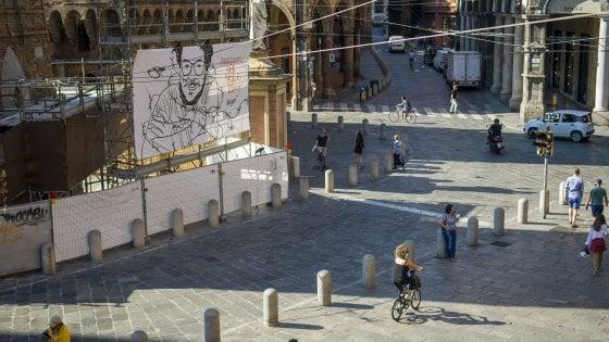Zaky, il suo volto ora sulla Garisenda a Bologna
