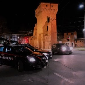 Bologna, fa una sorpresa al fidanzato: lui si spaventa e chiama i carabinieri