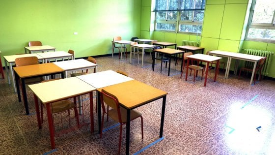 """Scuola, l'appello di 700 rappresentanti dei genitori a Mattarella: """"Sia garante sulla riapertura"""""""