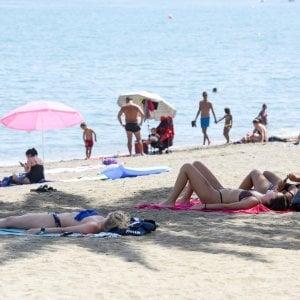 Partorisce il settimo figlio sulla spiaggia di Cattolica