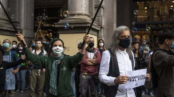 Un concerto di solidarietà per i lavoratori dello spettacolo in piazza Maggiore a Bologna