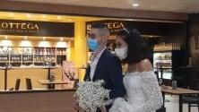 Niente nozze per il covid,  gli sposini si ritrovano in aeroporto  Foto