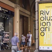 Leggere è un balsamo, un antidepressivo, un atto di legittima difesa: lo gridano i muri di Bologna