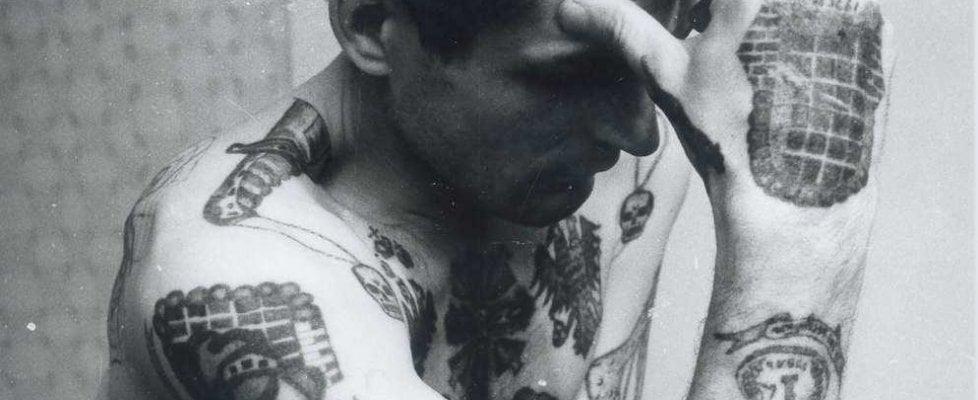 """Sulla pelle i segni del clan: """"Russian criminal tattoo"""", a Bologna le fotografie di Vasiliev"""