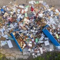 Bologna, il cimitero dei banchi: lo spreco della scuola in era Covid