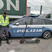 Rimini, entra in A14 col monopattino e percorre 10 km prima di essere fermato