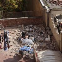 E' morto il giovane 22enne travolto dal muro crollato a Bologna