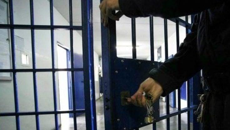 Carcere di Ferrara, agente della Penitenziaria condannato per tortura