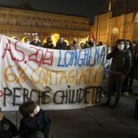Coronavirus, scuole chiuse a Bologna. Genitori disobbedienti: