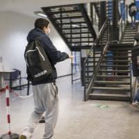 """I docenti di Bologna: """"Caro Draghi, la scuola resti in presenza"""". Firmano anche don..."""