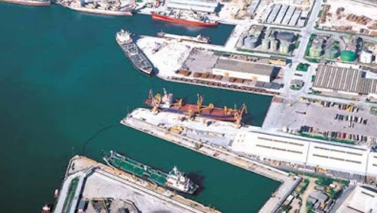 """112507247 b9f74328 d96f 4cb8 ac89 c789e574237e - Conflitto Israele-Hamas, i lavoratori del porto di Ravenna: """"Non imbarcheremo armi"""""""