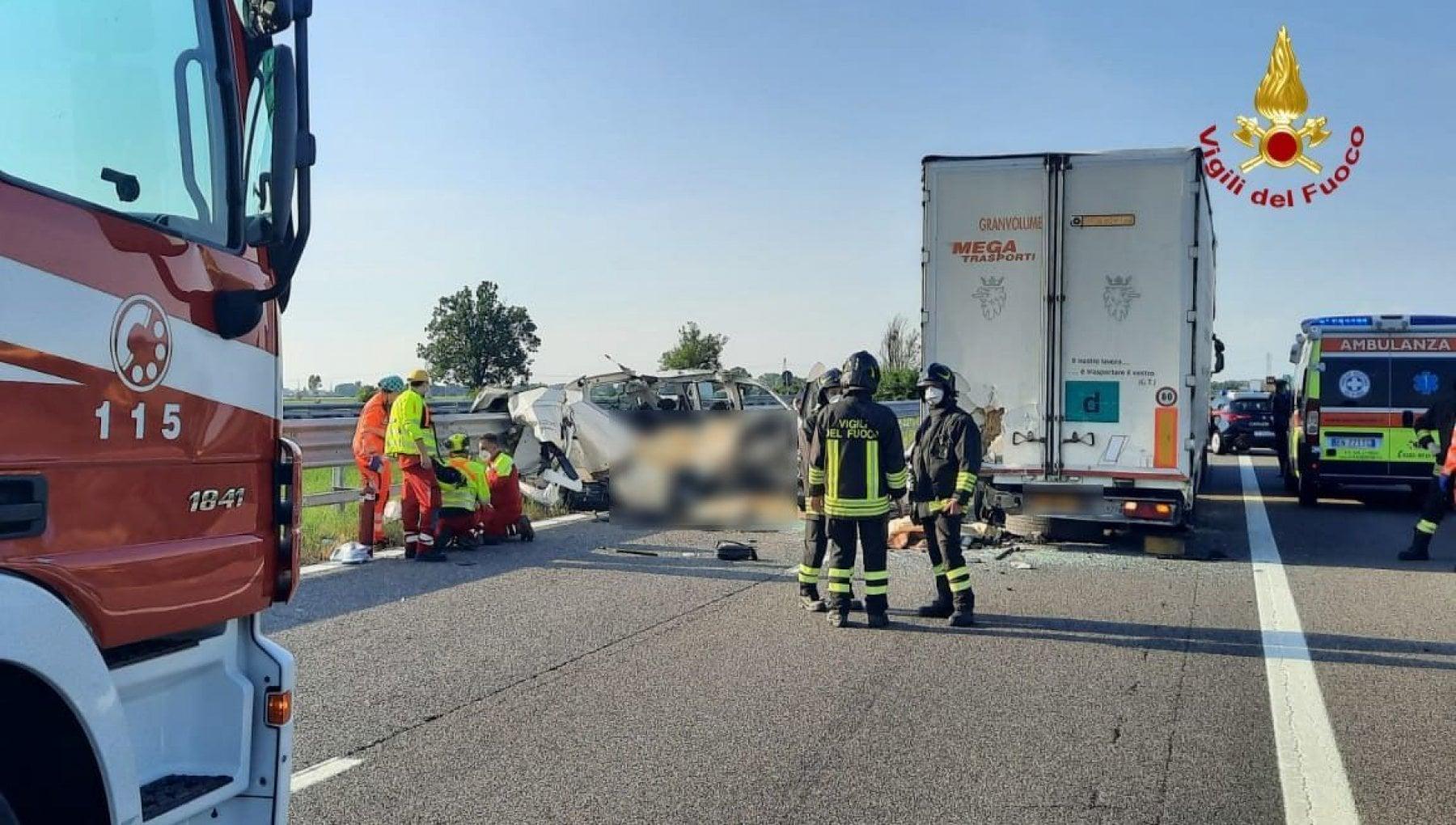194606231 eb16f885 30fe 4705 ad33 d6e0898b24ef - Piacenza, incidente in A21: cinque morti nello scontro tra un furgone e un tir