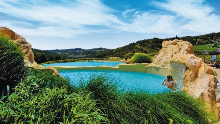 Un tuffo dove l'acqua è un po' blu: le dieci piscine top a ...