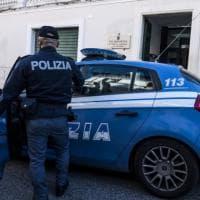 Bologna, lei lo lascia: lui la perseguita e la rapina, poi sparisce