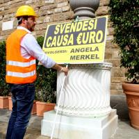 "Salvini, show anti-euro: ""transenna"" il David"