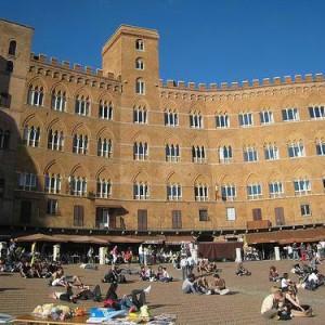 Twitteratura, la storia di Siena in 140 caratteri